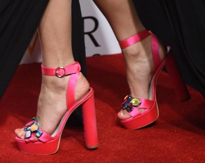 Pixie-Lott-in-Sophia-Webster-Amanda-sandals
