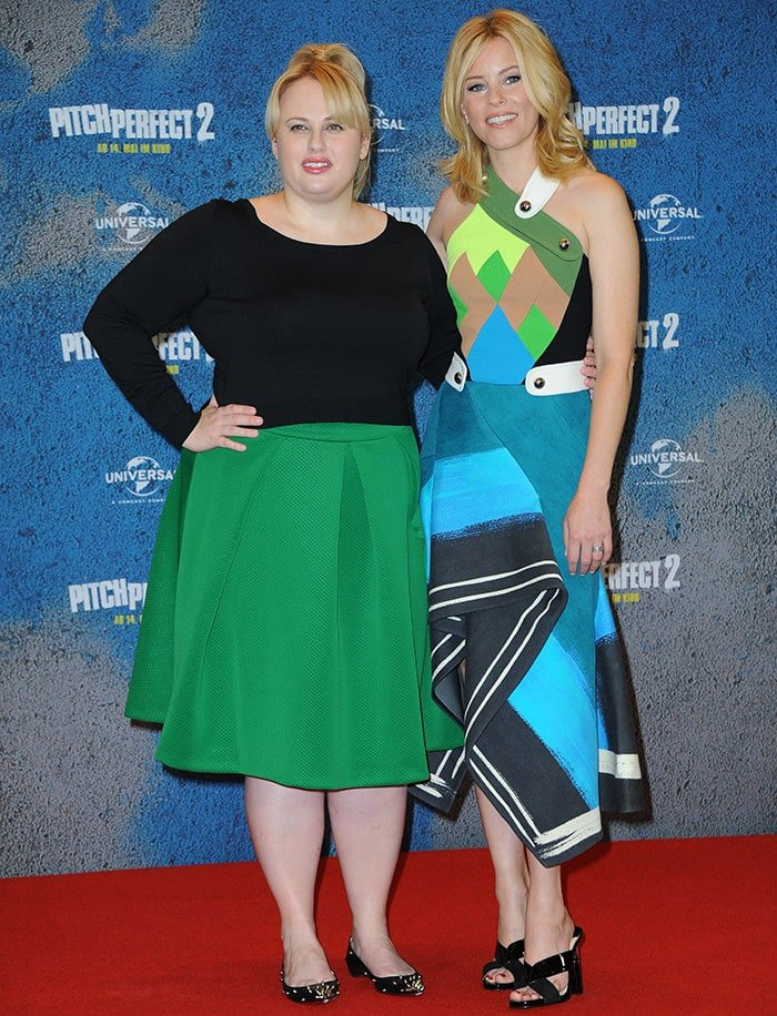 """Rebel Wilson and Elizabeth Banksat the photo call for """"Pitch Perfect 2"""""""