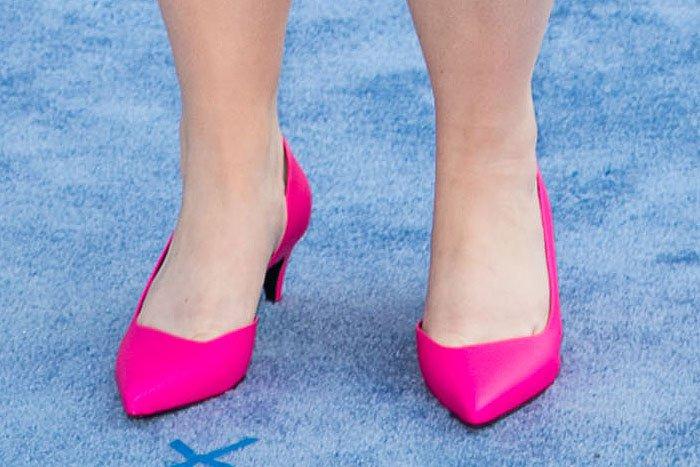 Rebel Wilson's feet in hot pink Aldo d'Orsay pumps