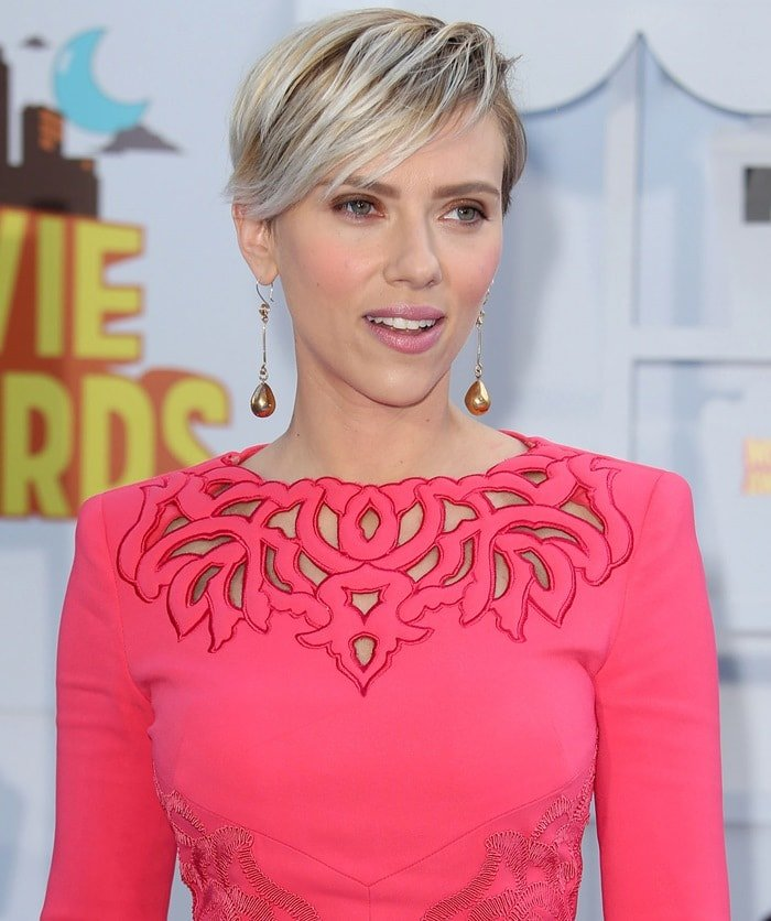 Scarlett Johansson wearing Sonia Boyajian jewelry at the 2015 MTV Movie Awards