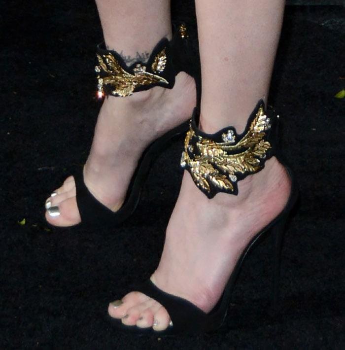 Stephanie-Seymour-in-Giuseppe-Zanotti-Leaf-detail-sandals-1