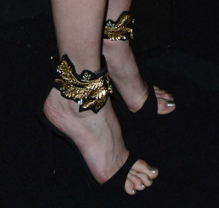 Stephanie-Seymour-in-Giuseppe-Zanotti-Leaf-detail-sandals