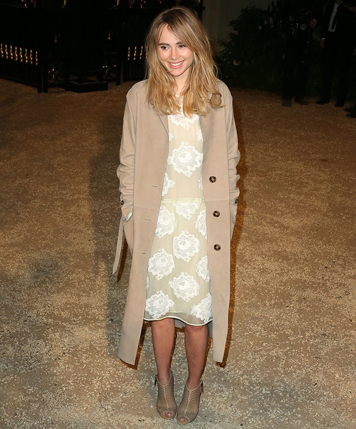 Suki Waterhouse flaunted her legs in a honey suede trench coat