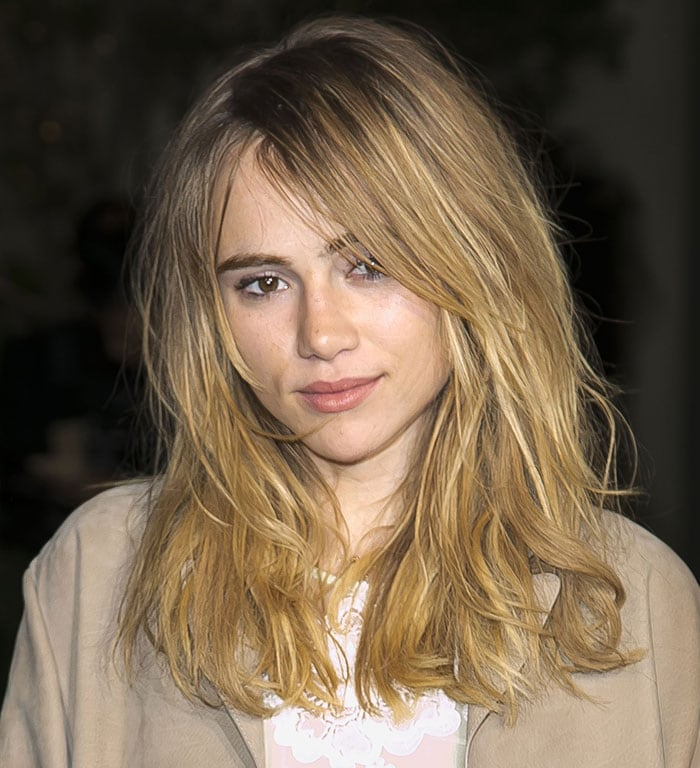 Suki Waterhouse's messy just-got-out-of-bed messy hairstyle