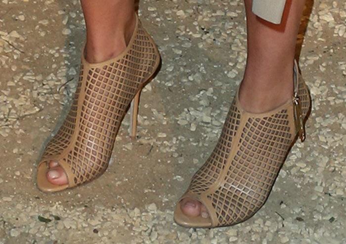 Suki-Waterhouse-in-Burberry-Lattice-Peep-Toe-Ankle-Boots