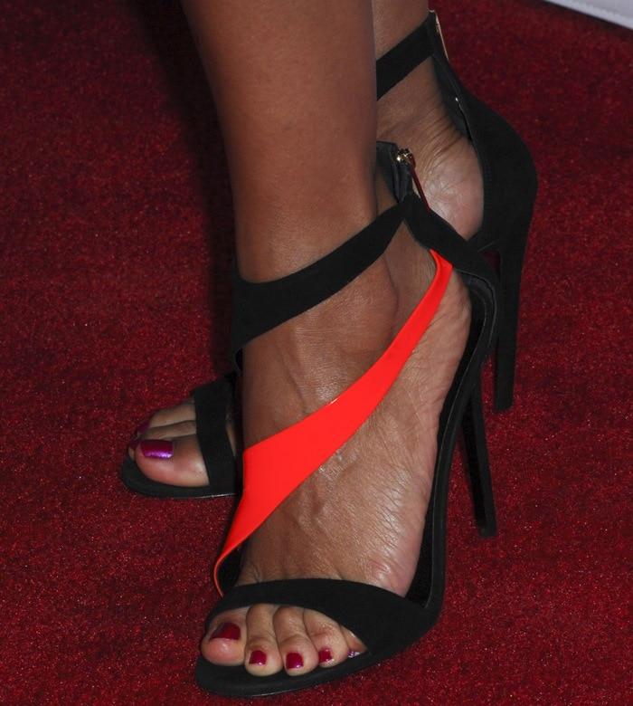 Rosario Dawson showed off her hot feet in Tamara Mellon shoes