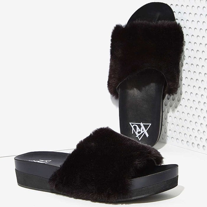 YRUComfii Faux Fur Slides