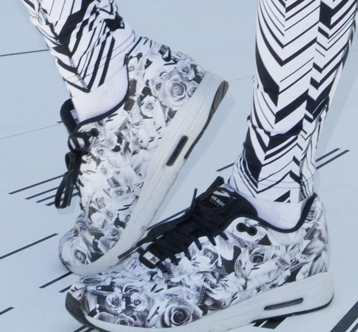 bella thorne find your park shoe