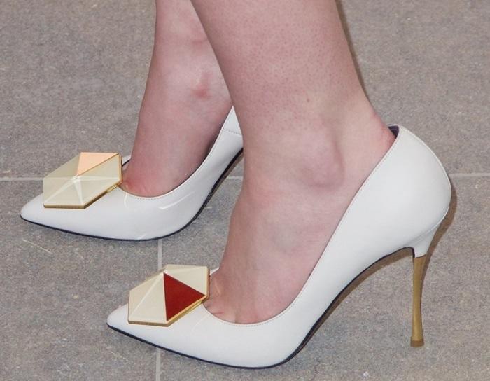 Dakota Fanning's hot feet in Nicholas Kirkwood hexagon pumps