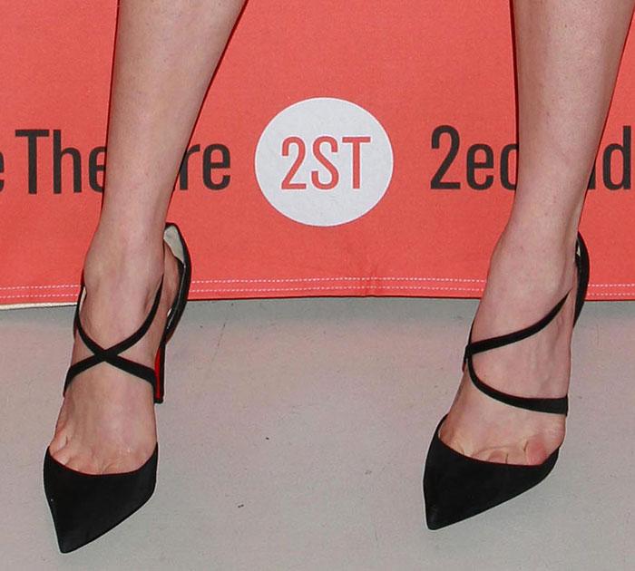 Amanda Seyfried's sexy toe cleavage in Christian Louboutin pumps