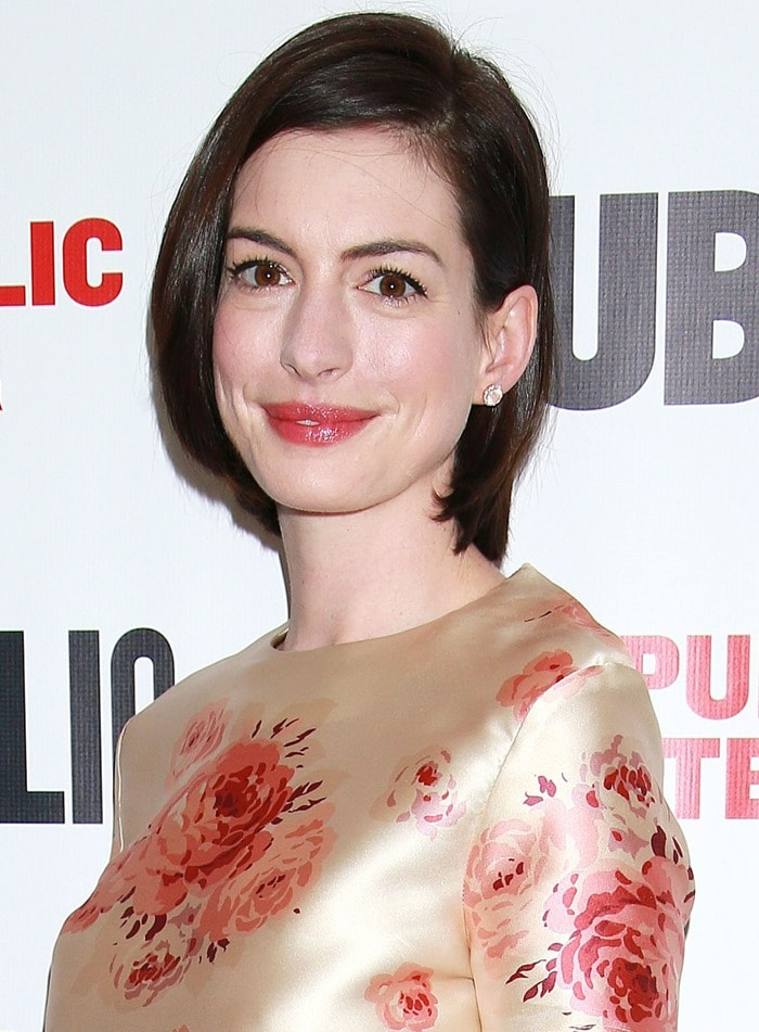 Anne Hathaway dressed like a grandmother at the after-party for the opening of her one-woman show