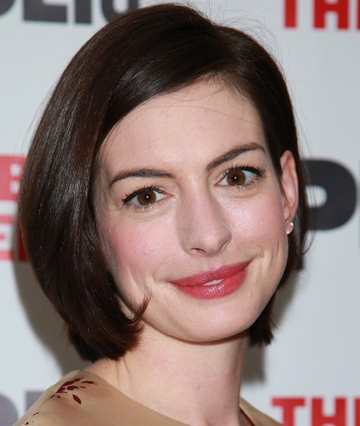 Anne Hathaway Dresses Like Granny In Vilshenko And Pink