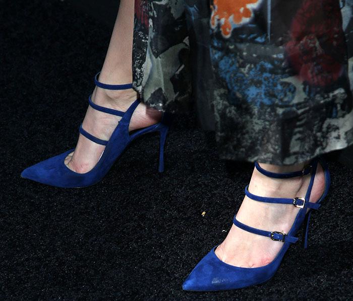 Bella Thorne's hot feet in Nicholas Kirkwood pumps