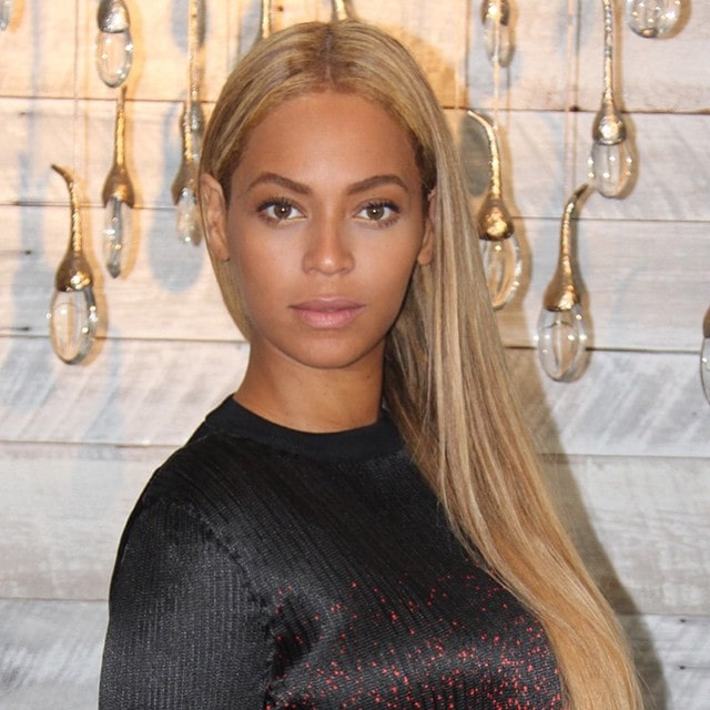 Beyonce showing off her blonde streaked hair