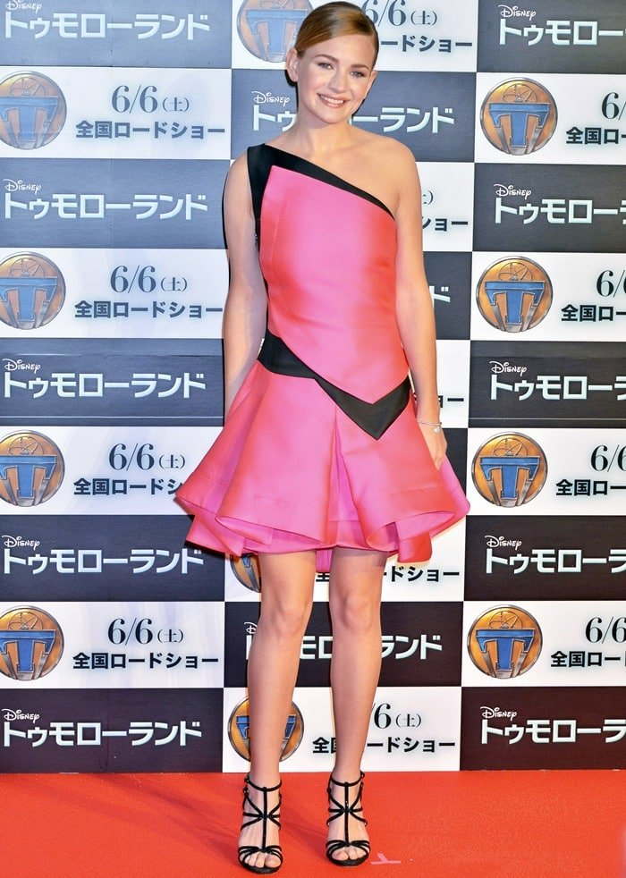 Britt Robertson flaunted her legs in a pink asymmetrical dress