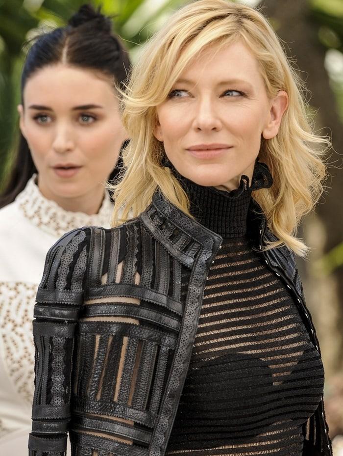"""Catherine Élise """"Cate"""" Blanchett's bra completely visible"""
