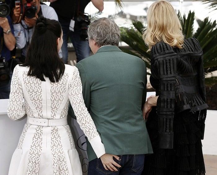 Rooney Mara squeezing Todd Haynes' butt