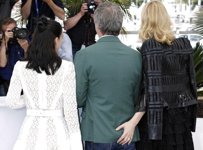 Cate Blanchett touches Todd Haynes' butt