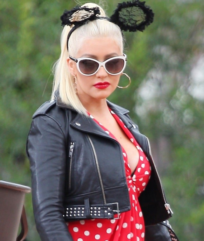 "Christina Aguilera's playful ""Mini Me"" headband in black lace from Tutu du Monde"