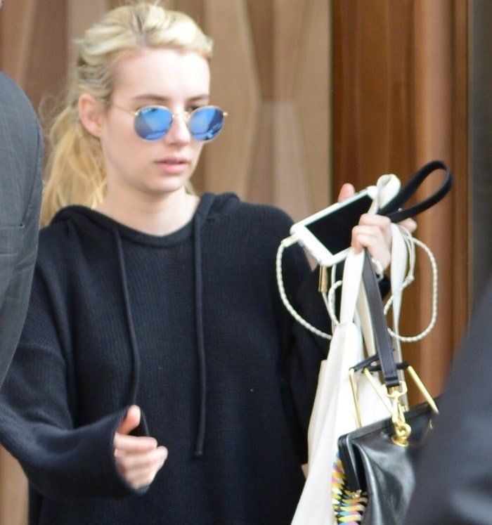 Emma Roberts carried earbuds from Molami and rocked polarized Ray-Ban sunglasses