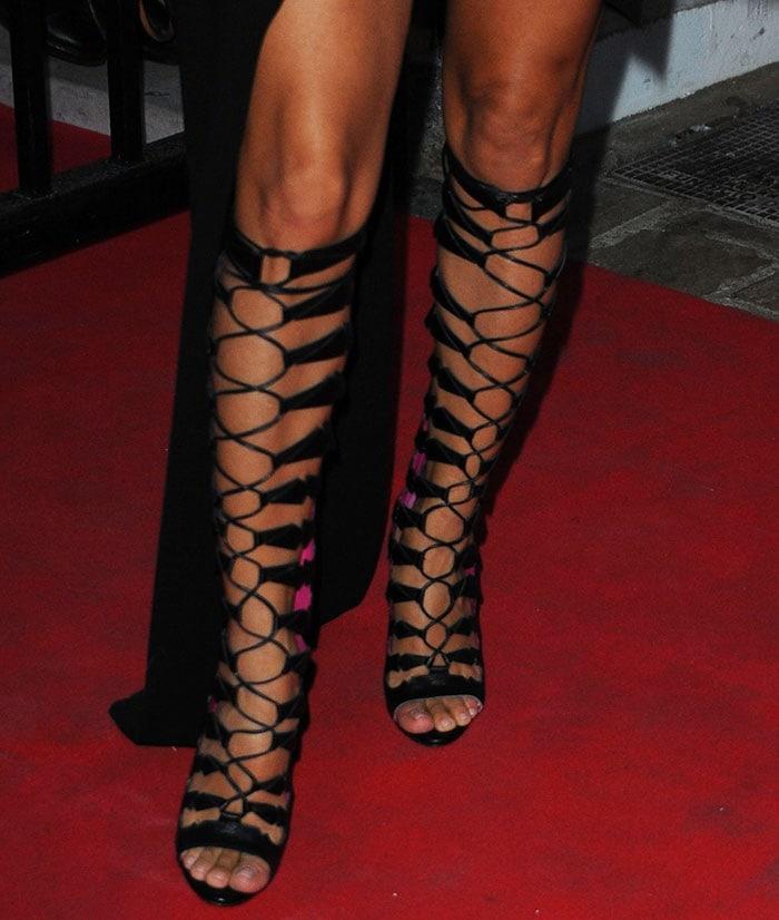 Eva Longoria displayed her sexy toes in Cassandra gladiators