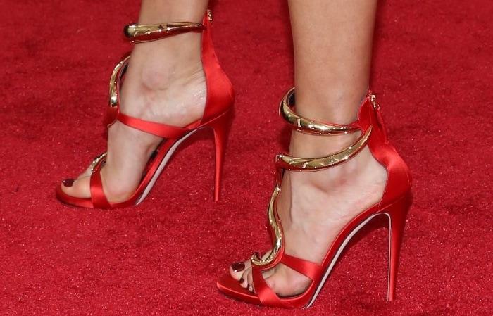 Karolina Kurkova's pretty toes on display in Giuseppe Zanotti shoes
