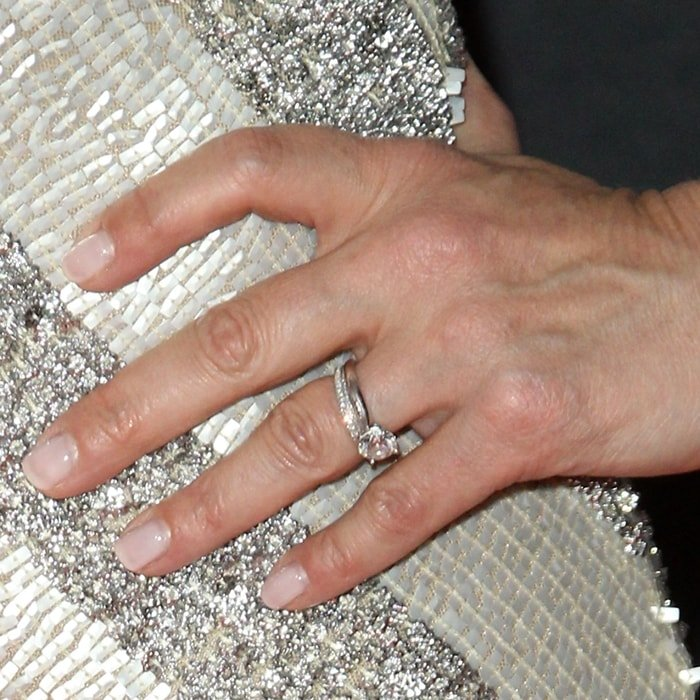 Idina Menzel's diamond engagement ring with a 2-carat center stone