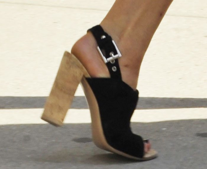 Jennifer-Lawrence-Gianvito-Rossi-buckled-slingback-chunky-heels