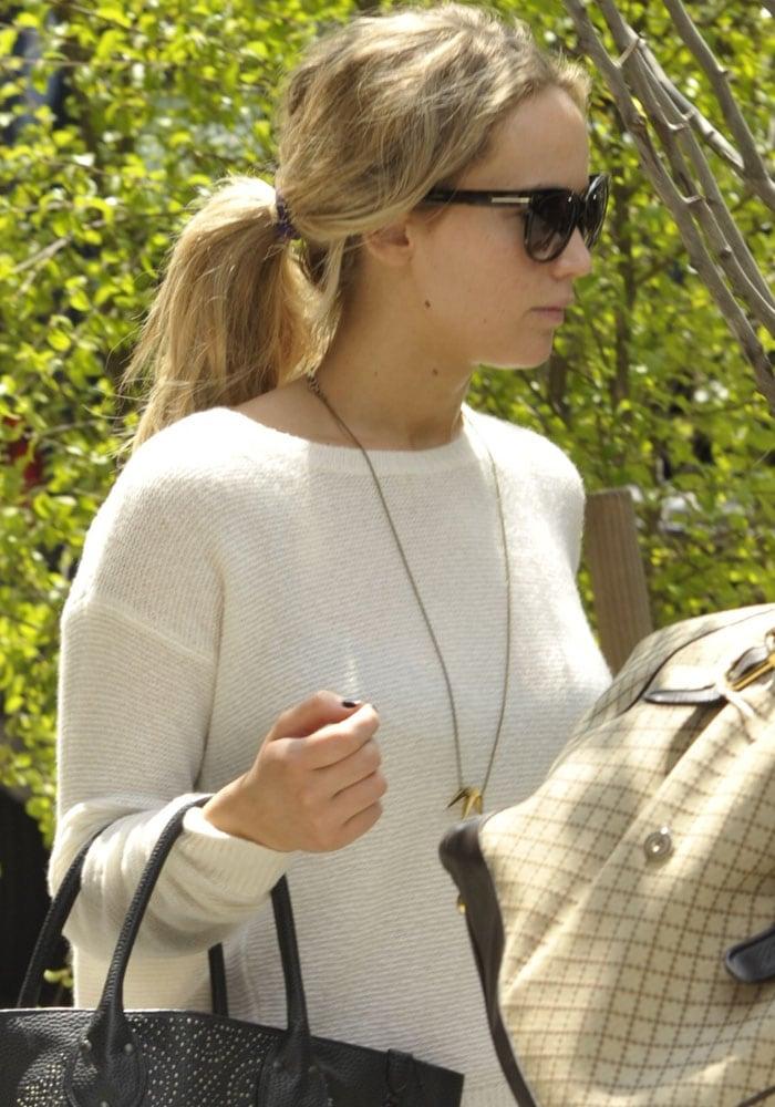 Jennifer Lawrence Leaves NY 3