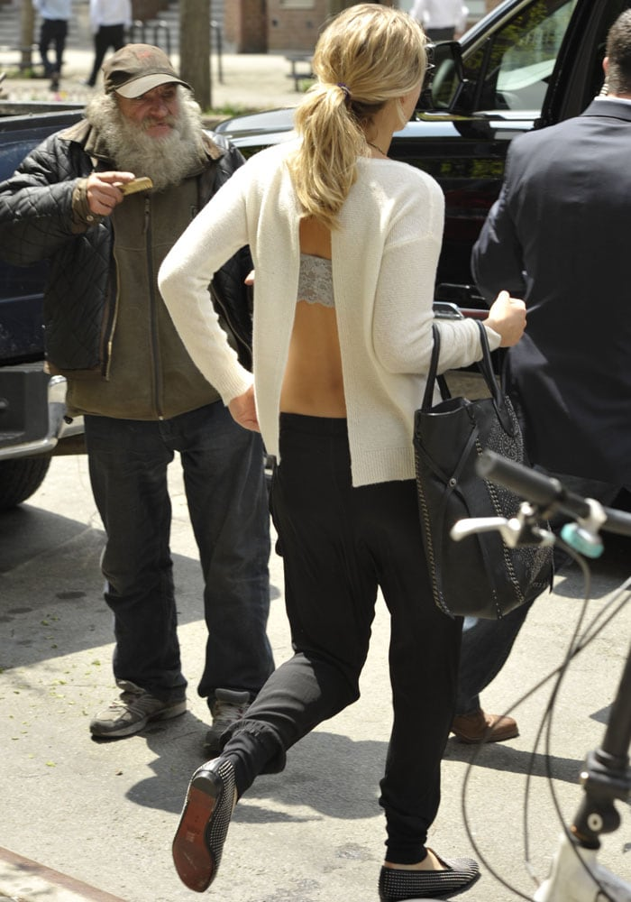 Jennifer Lawrence Leaves NY 5