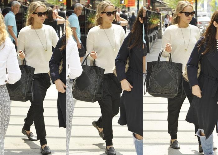Jennifer Lawrence Leaves NY 6