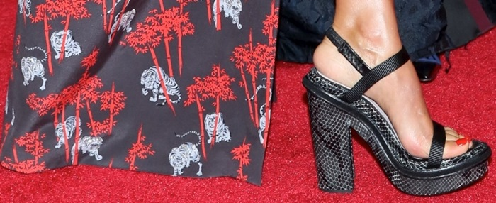 Jessica Alba's feet in ugly platform sandals by Kenzo