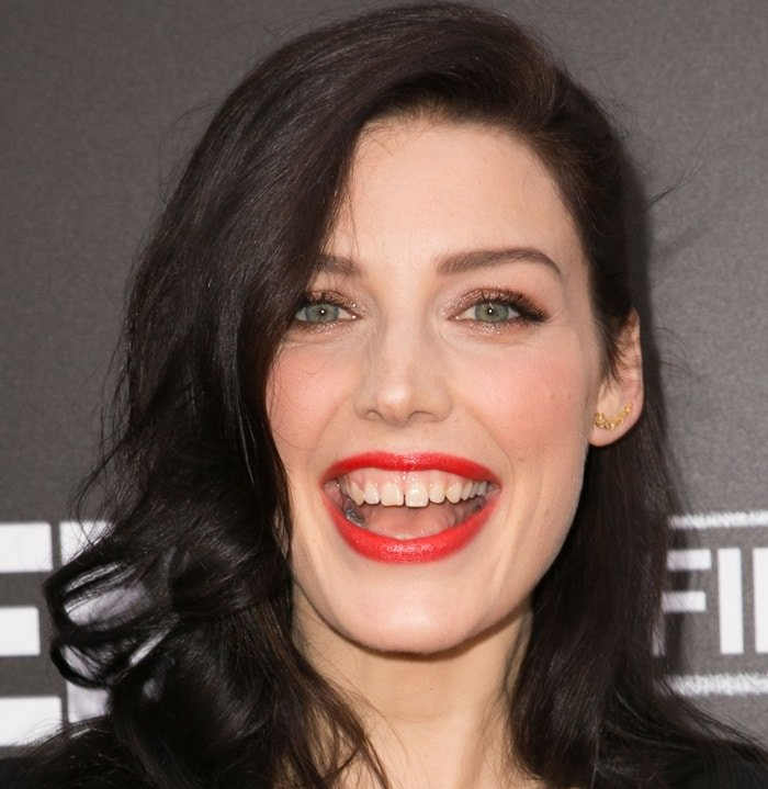Jessica Pare shows off her gap-toothed teeth