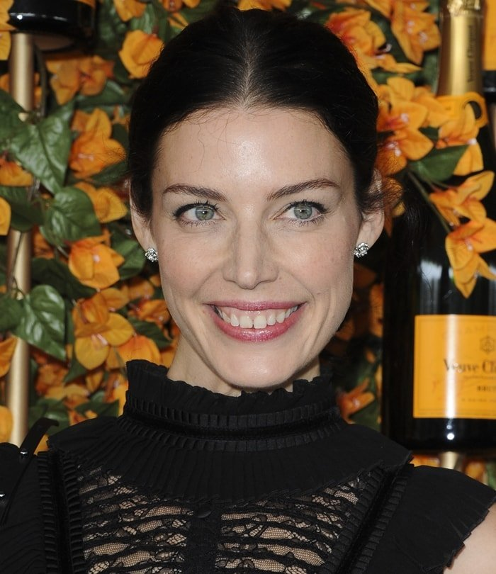 Jessica Pare shows off her tooth gap smile at the 2018 Veuve Clicquot Polo Classic