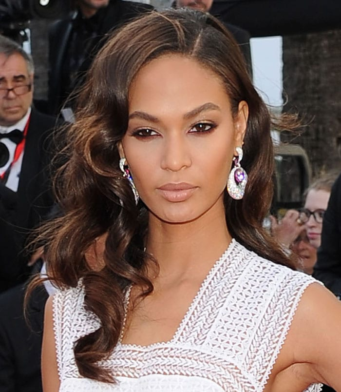 Joan Smalls styled her brunette hair in gorgeous waves