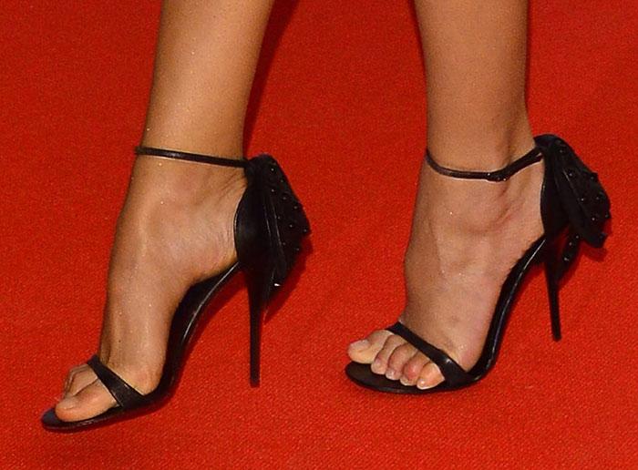 Karolina Kurkova's sexy feet in black sandals