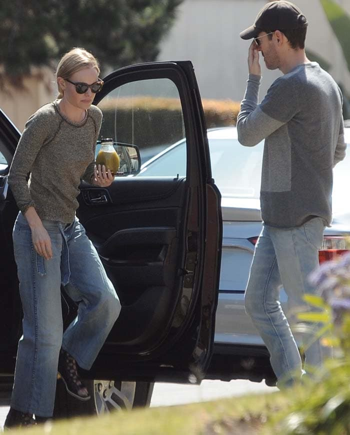 Kate Bosworth getting out of her car