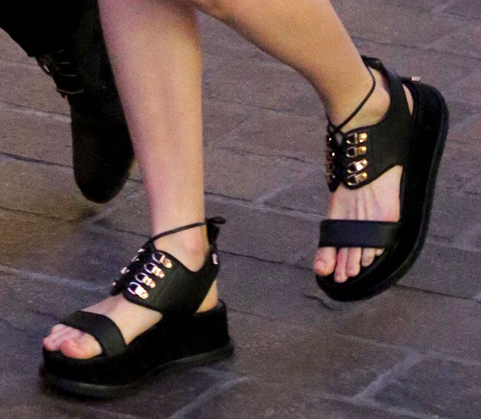 Kate Bosworth showed off her feet in ugly Dawn sandals