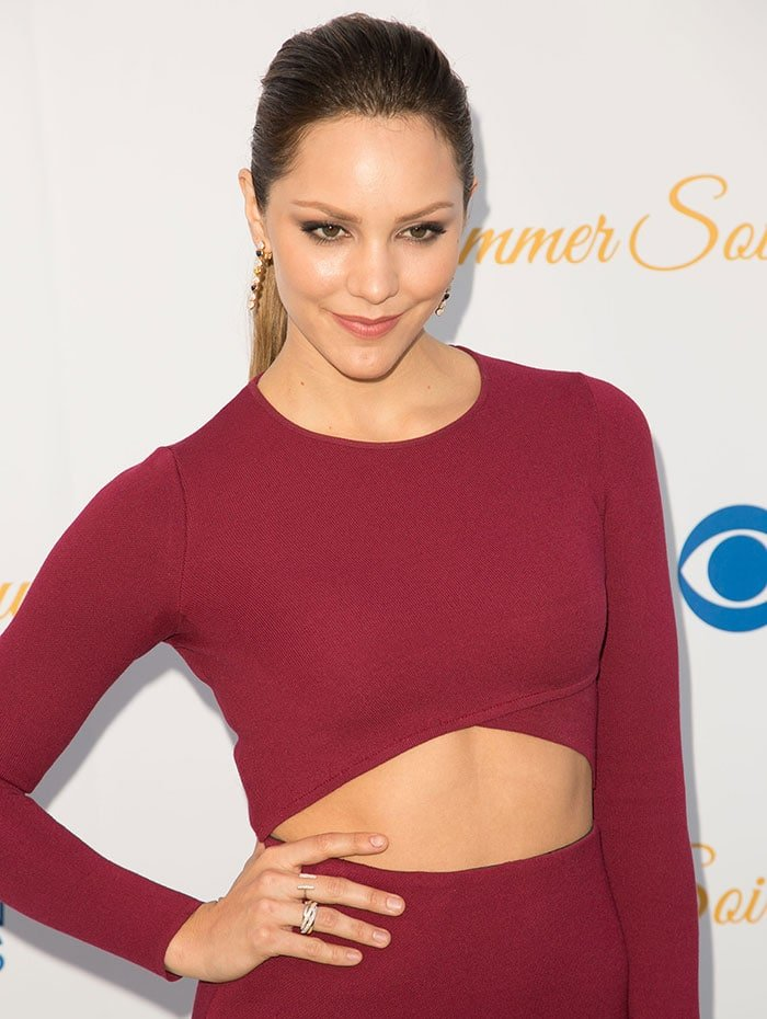Katharine McPhee's red dress featuring midriff-baring cutout
