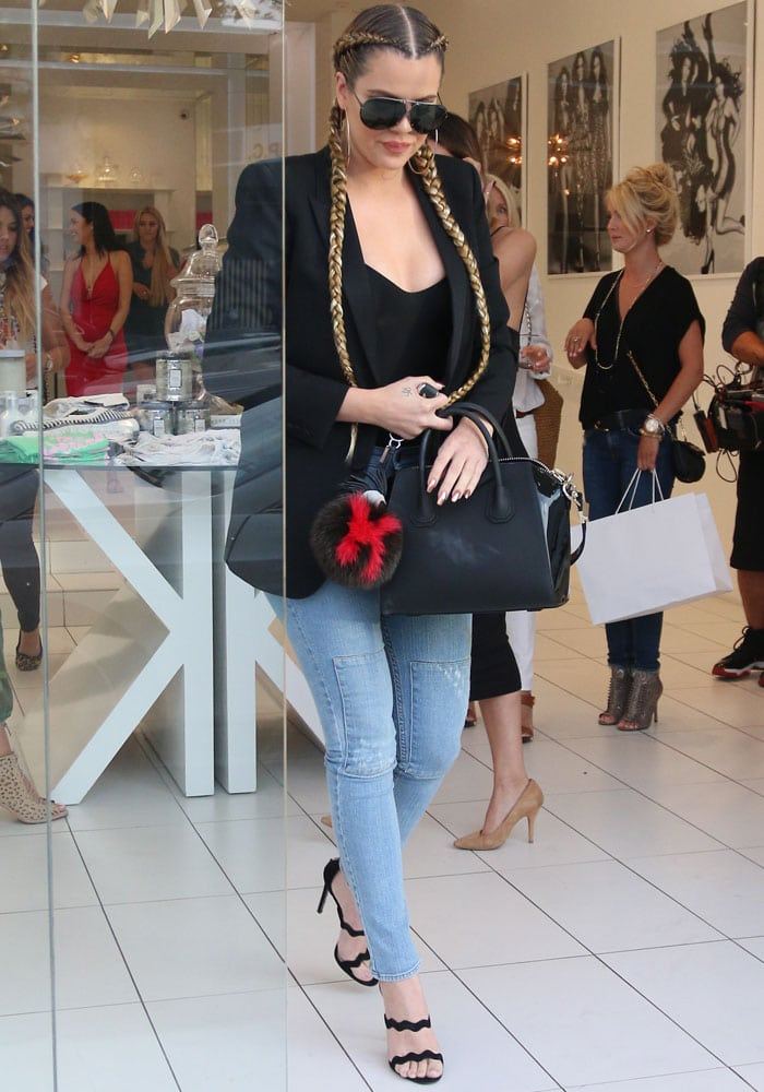 "Khloé Kardashian rocked jeans with beautiful Prada ""Wavy"" sandals in black"