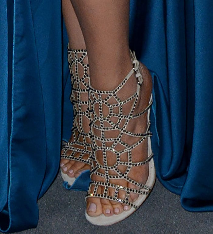 Khloe-Kardashian-in-Sergio-Rossi-Crystal-Puzzle-Cage-Sandals