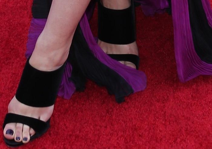 Lily Aldridge tortured her feet in slide sandals