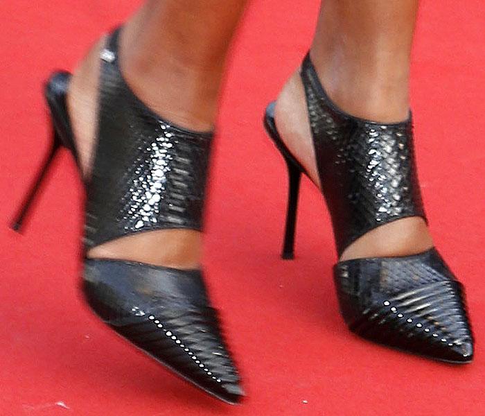 Liya Kebede's feet in Louis Vuitton fall 2015 snake-embossed slingback pumps