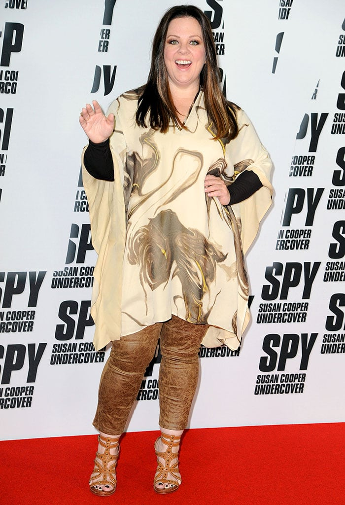 Melissa McCarthy rocked brown Lysse cracked pants and a cream flowy tunic