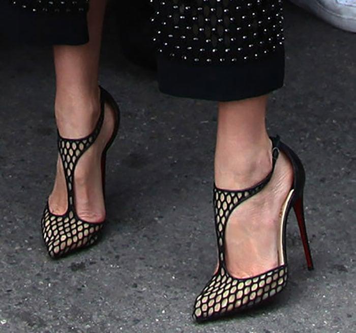 Miranda Kerr in seductiveChristian Louboutin Salonu pumps