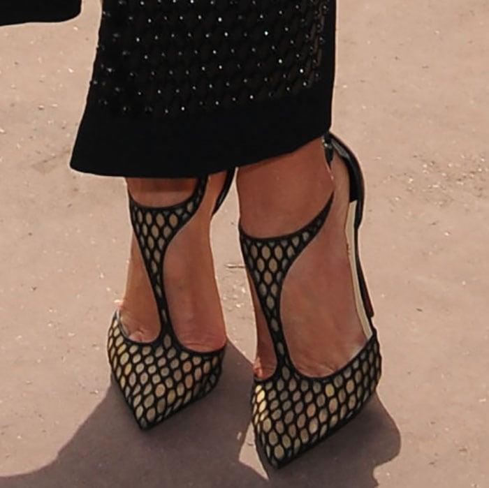 Miranda Kerr shows off her feet in fishnet shoes