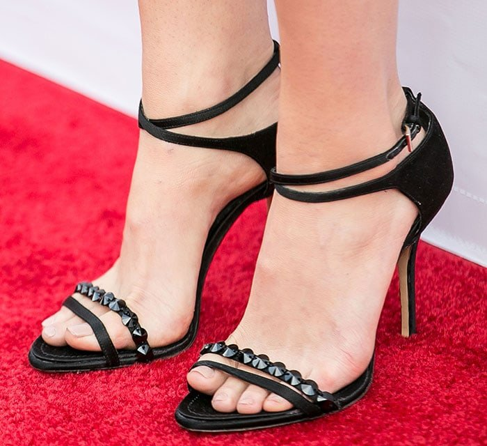 Natalie Portman's sexy feet in Dior sandals