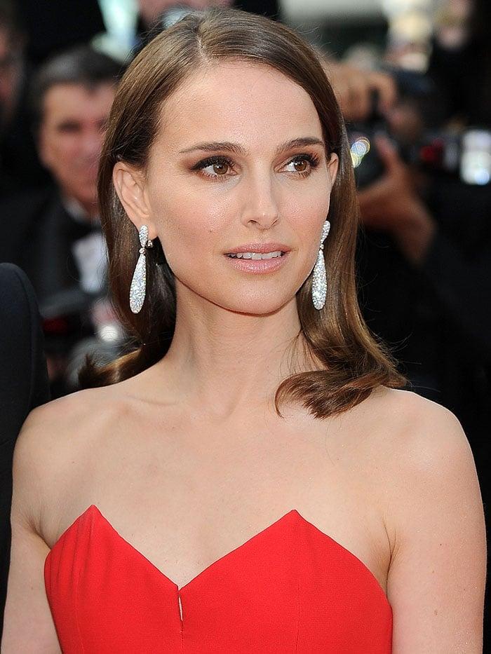 Natalie Portman wearing De Grisogono drop earrings
