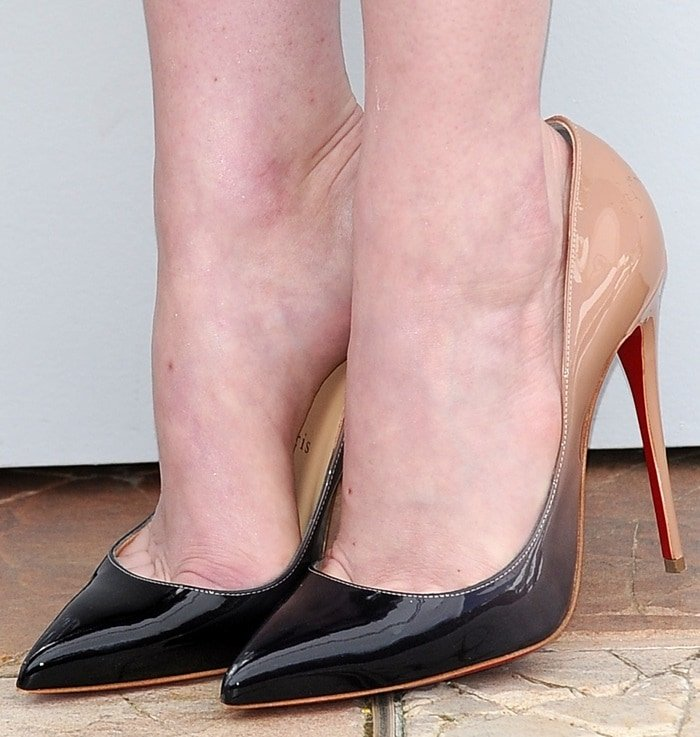 Emma Stone shows off her feet in pointy-toed shoes