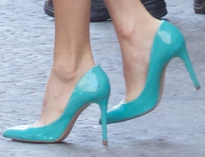 Taylor Swift rocks turquoise patent leather shoes